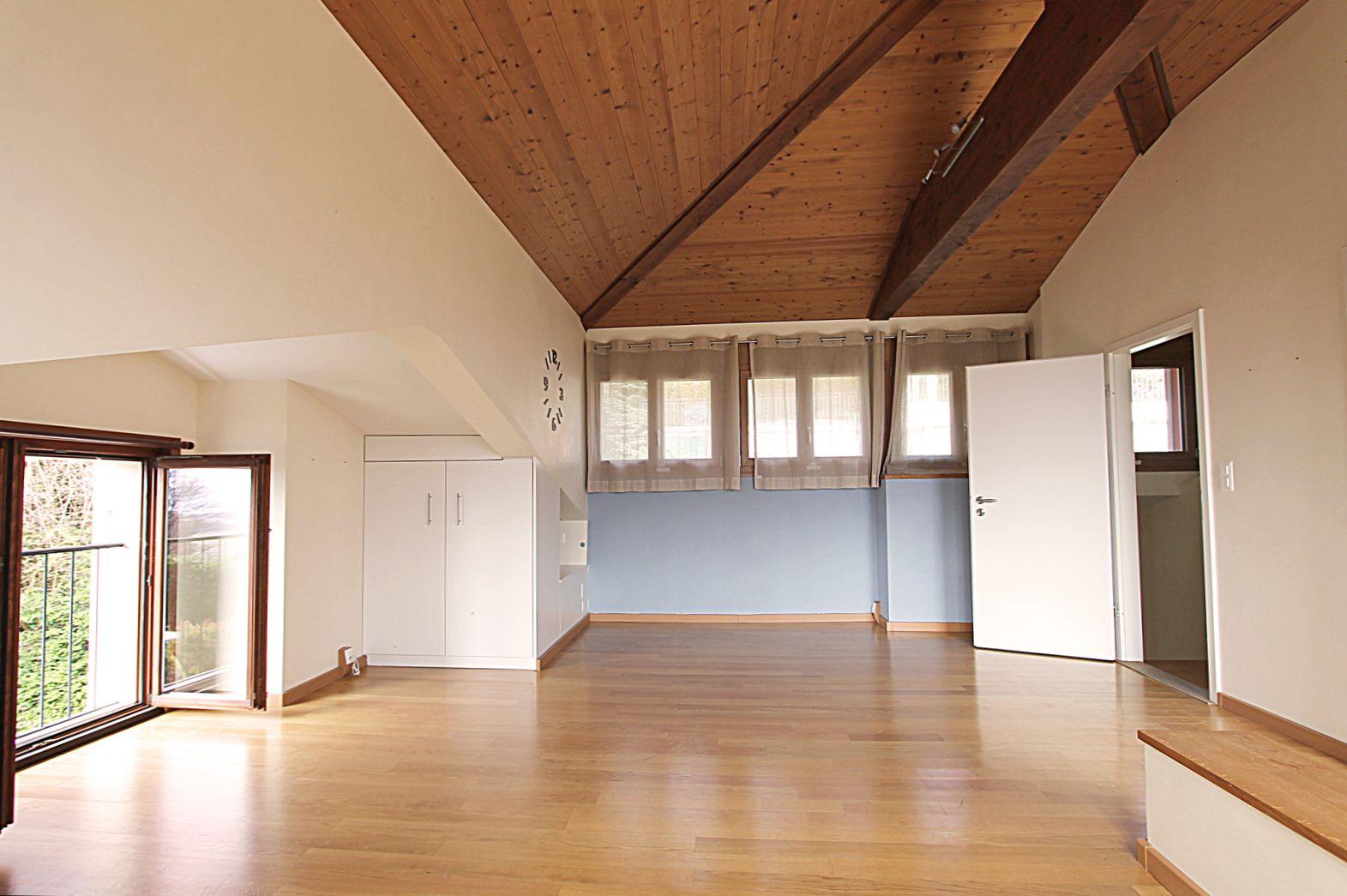 Grande chambre dans les combles