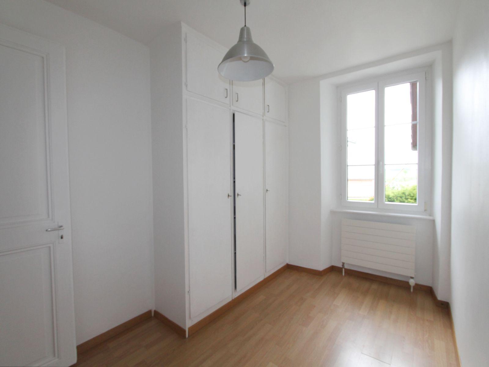 Petite chambre avec placard