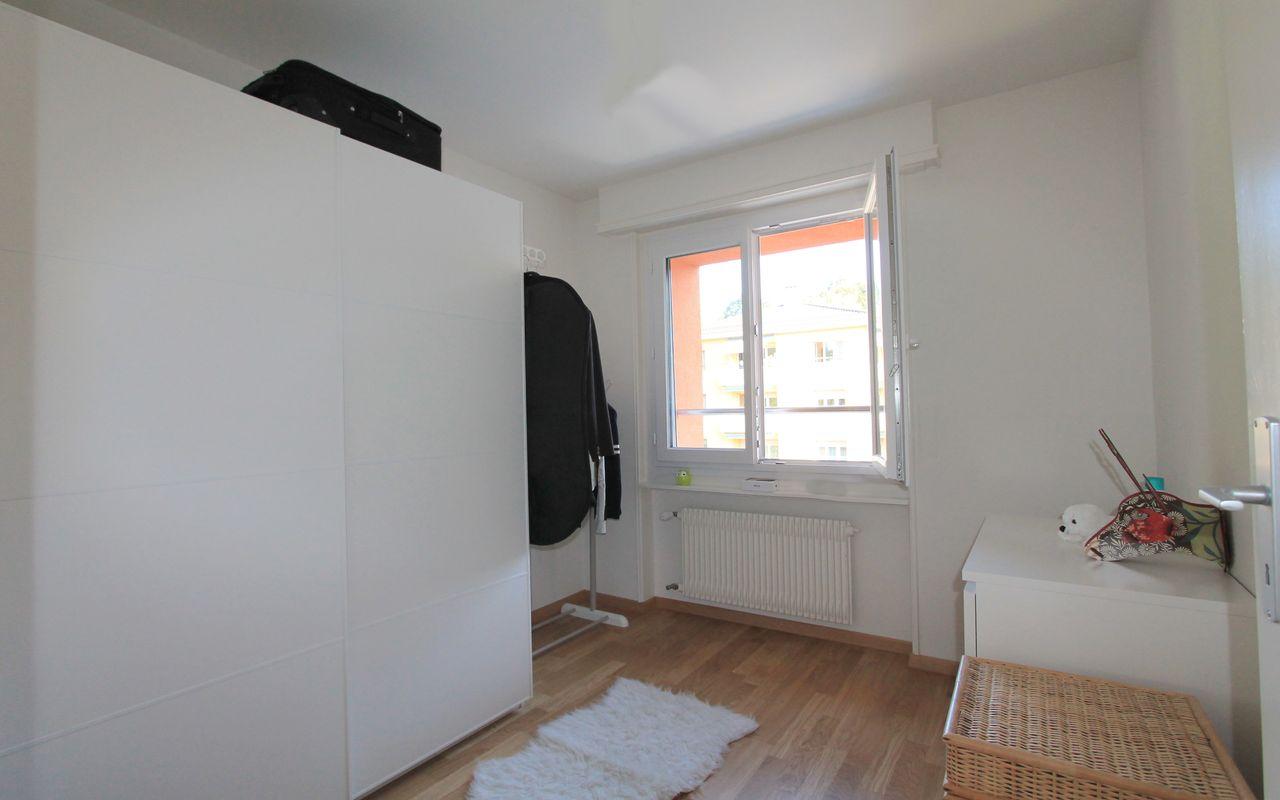 Petite chambre, idéale pour bureau ou dressing