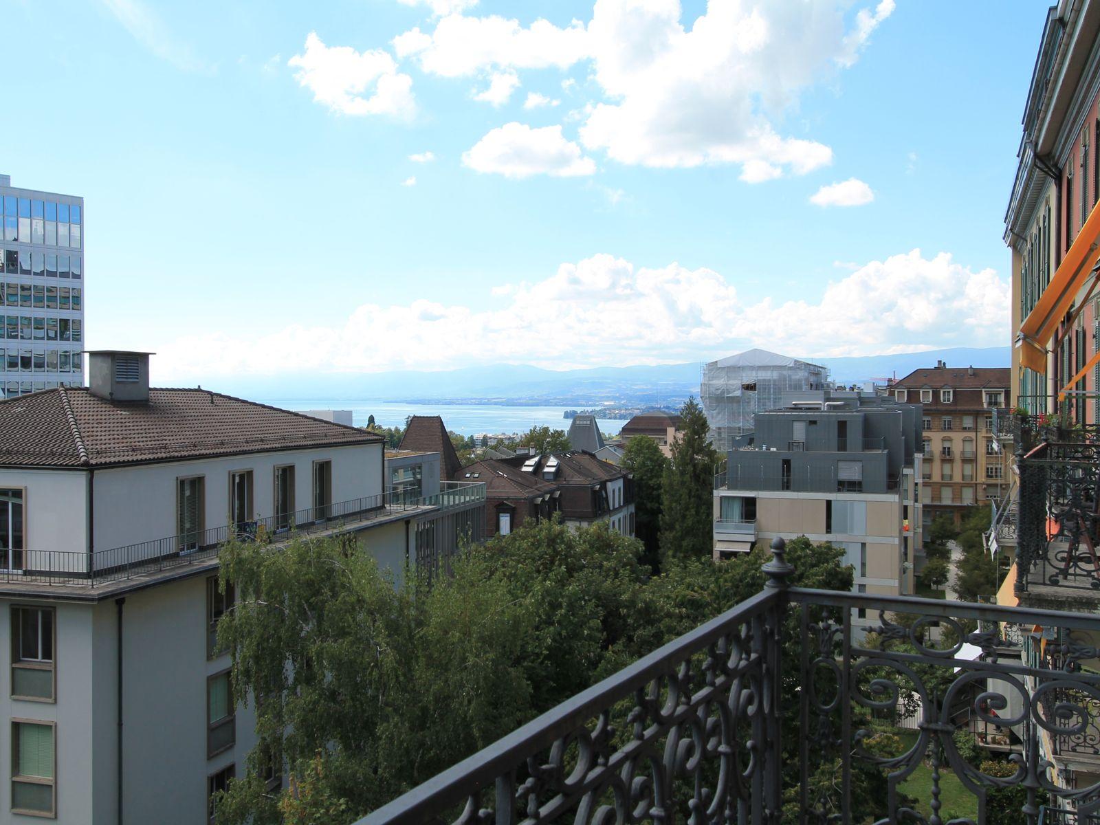 Balcon avec vue partielle sur le lac et vue sur les jardins