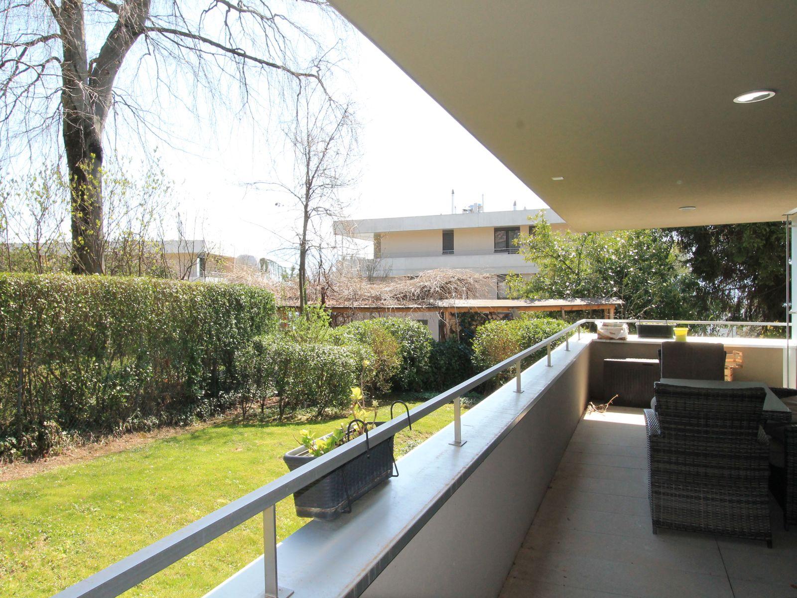 Balcon iffrant l'accès au jardin pour le rez supérieur